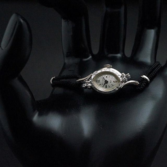 ブローバ ダイヤ装飾 アーモンド型ケース 手巻き アンティークレディースウオッチ